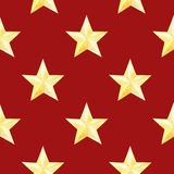 与金黄星的水彩无缝的样式在红色背景 圣诞节或新年印刷品包装纸的,卡片或 库存图片