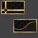 与金黄花卉元素和商标的典雅的VIP邀请信封与红色封印 免版税图库摄影
