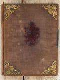 与金黄装饰品的老减速火箭的书套 免版税库存照片