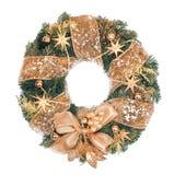 与金黄装饰的圣诞节花圈在白色背景 库存图片