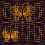 与金黄透雕细工蝴蝶的无缝的样式 免版税图库摄影