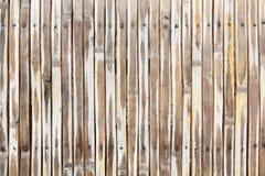 与钉子的干燥竹篱芭背景 库存图片