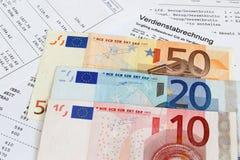与钞票的工资单 免版税库存图片