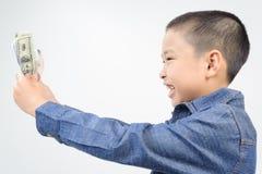 年轻与钞票的男孩以愉快和微笑 免版税库存照片
