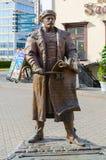 与钥匙的雕刻的构成Voight在自由广场,米斯克,白俄罗斯 图库摄影
