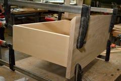 与钳位的木材装载 库存图片