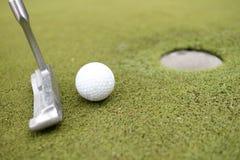 与铁的高尔夫球 库存照片