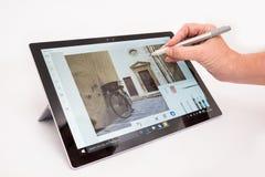 与铁笔的微软表面Pro4 免版税库存图片