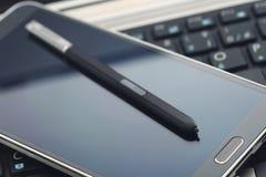 与铁笔笔的Phablet 免版税库存图片