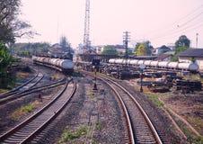 与铁路被运输的燃料的坦克 免版税图库摄影