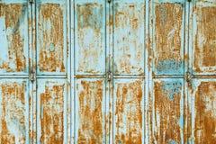 与铁锈污点的织地不很细金属墙壁  免版税库存图片