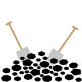 与铁锹的煤炭在白色背景 免版税库存照片