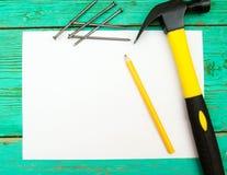与铅笔和工具的纸在木 免版税库存照片