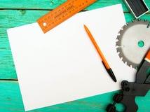 与铅笔和工具的纸在木 图库摄影