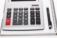 与铅笔和计算器的办公室书 免版税库存图片