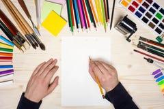 与铅笔的现有量图画 免版税库存照片