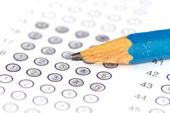 与铅笔的答案纸 免版税库存照片