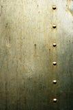 与铆钉的坏的金属纹理 库存照片
