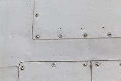 与铆钉的金属表面 图库摄影