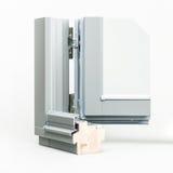 与铝套样品的木窗口,隔绝在白色背景 库存照片