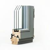 与铝套样品的木窗口,隔绝在白色背景 库存图片