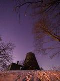 与银河踪影的stary夜空  免版税库存图片