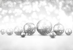 与银色圣诞节球的冬天背景 皇族释放例证
