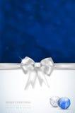 与银色弓的圣诞快乐和新年快乐卡片 免版税图库摄影