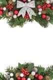 与银色弓边界的圣诞节植物群 免版税图库摄影