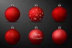 与银色持有人的红色圣诞节球 套在黑背景的现实装饰 库存图片