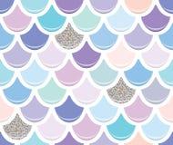 与银色闪烁元素的美人鱼尾巴无缝的样式 五颜六色的鱼皮肤背景 时髦粉红彩笔和紫色 向量例证