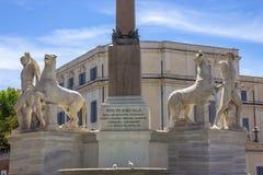 与铸工和北河三骑马雕象的Fontana dei Dioscuri在广场del Quirinale,在罗马 库存图片