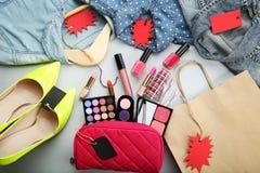 与销售标记的构成化妆用品 免版税库存图片