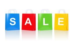 与销售词的许多五颜六色的购物袋 免版税图库摄影