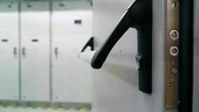 与锁特写镜头的门把手 模件发电站 影视素材
