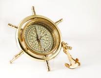与锚点的金黄老指南针 免版税库存照片