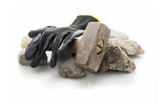 与锤子的瓦砾残骸 库存图片