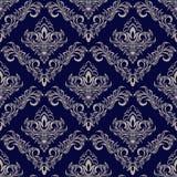 与锦缎装饰品的无缝的藏青色墙纸设计的 免版税图库摄影