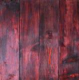 与镇压、抓痕、漩涡、山谷和芯片的老红木盘区 库存照片