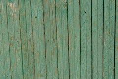 与镇压的绿色木退色的老铺板背景 免版税图库摄影