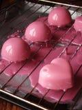 与镜子釉的奶油甜点蛋糕 库存照片