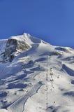 与长平底船和滑雪滑雪道的Hintertux冰川 库存照片