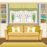 与长沙发的室内部在窗口和书橱下 图库摄影