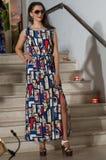 与长的礼服的模型在幻想黏胶 免版税库存照片