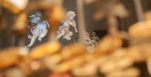 与长笛的天使雕象 库存图片
