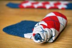 与长菱形的样式的五颜六色的棉花袜子 库存图片