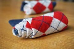 与长菱形的样式的五颜六色的棉花袜子 免版税库存照片