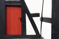 与门的半木料半灰泥的门面 免版税图库摄影