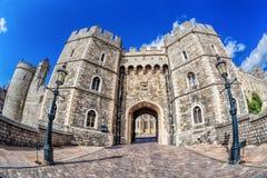 与门的著名温莎城堡在伦敦,英国附近 库存照片