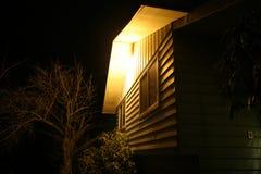 与门廊光的冷的秋天夜 免版税库存图片